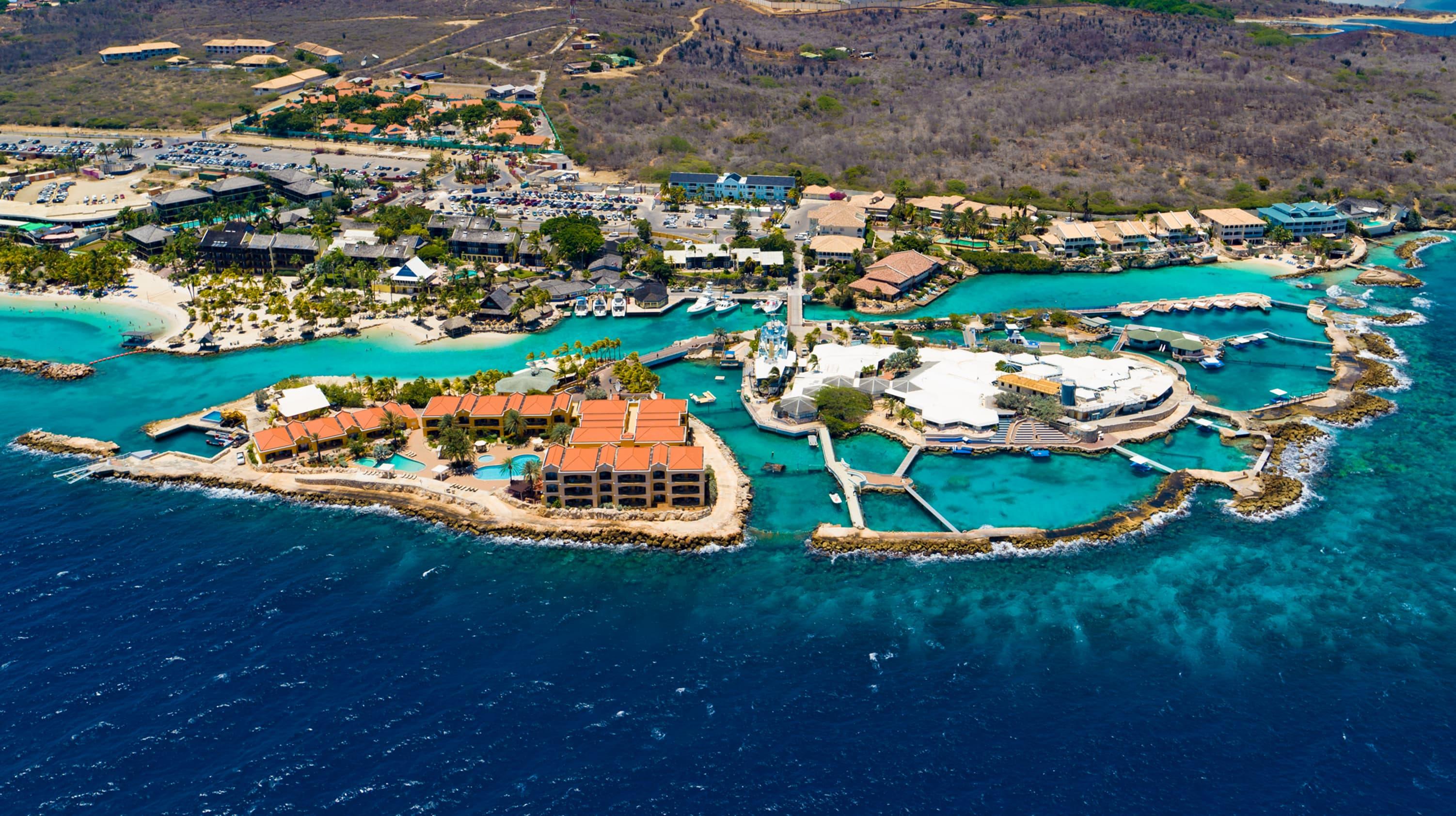 Vogelperspectief van het aquarium Curaçao dat in 1984 door Adrian 'Dutch' Schrier is opgericht viert het 35-jarig bestaan.