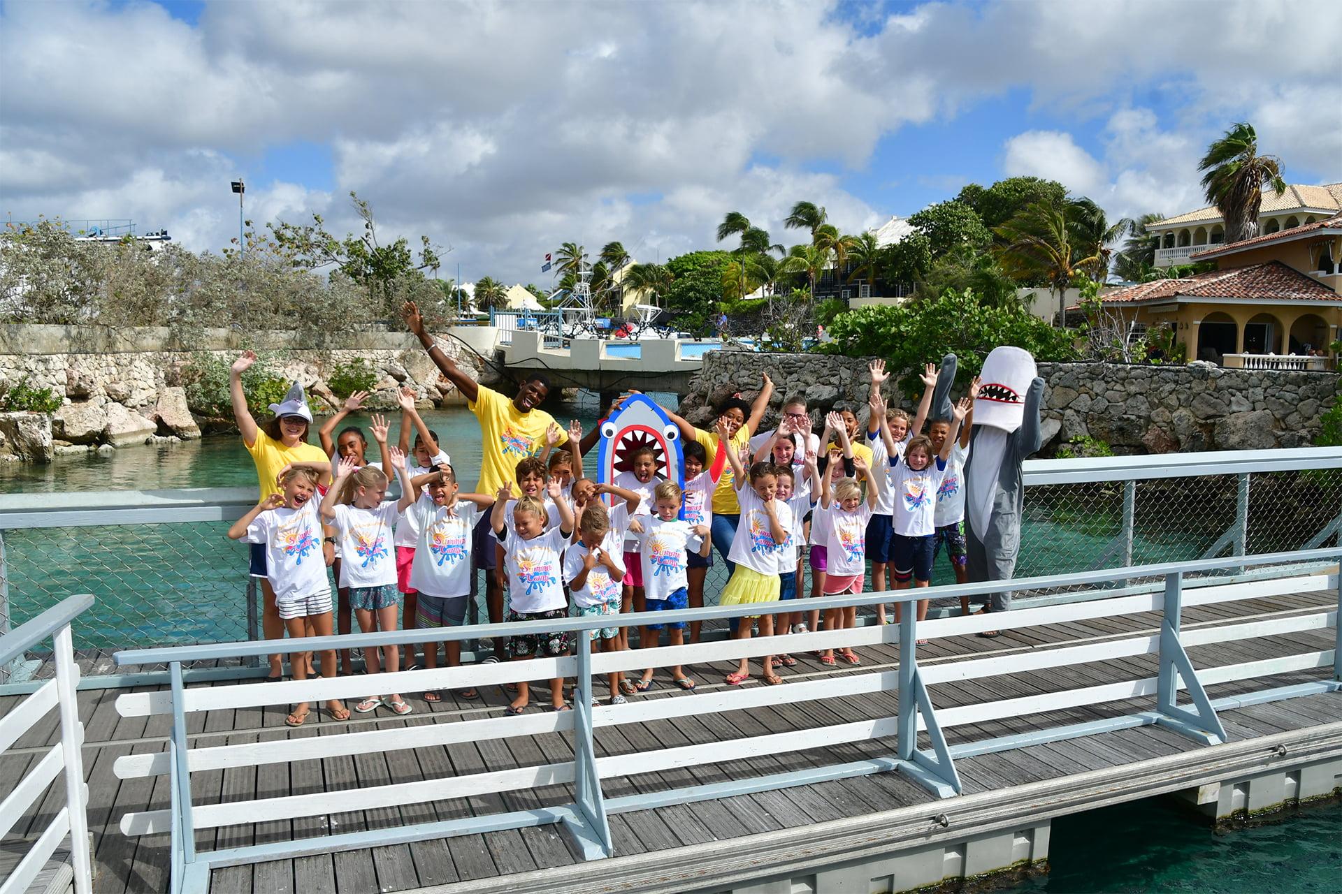 Curaçao Sea Aquarium faciliteert een vakantieplan met activiteiten voor kinderen om te leren over het onderwaterleven.